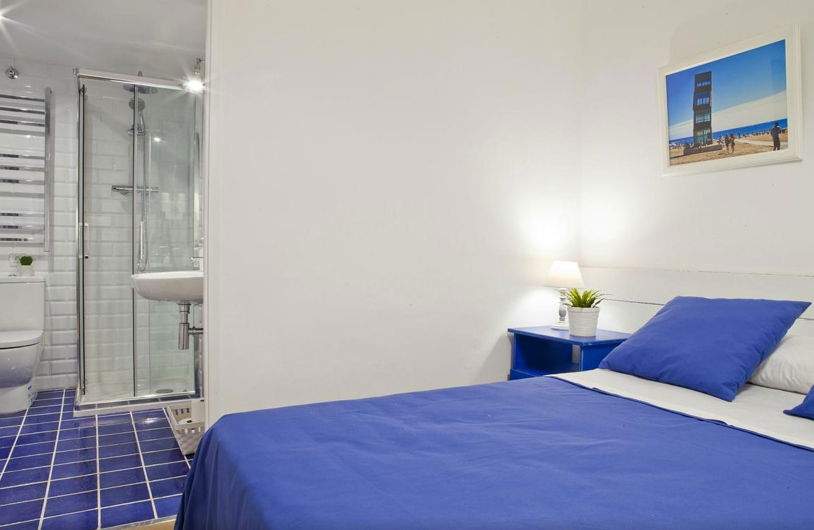 A very pleasant stay at blue barcelona b b blue barcelona for Blue barcelona